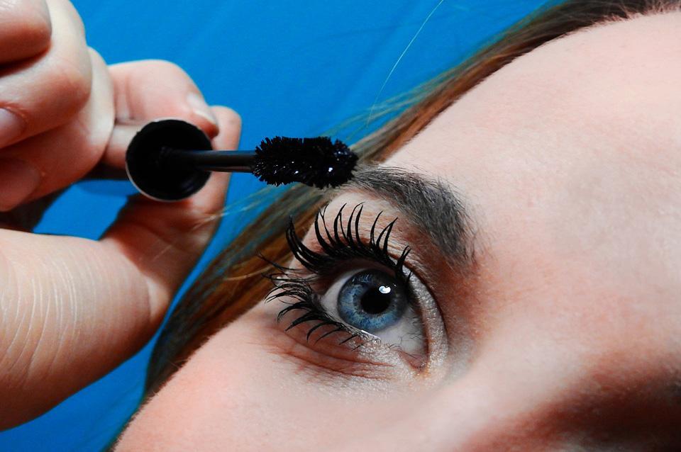 Makeup occhi: 8 trucchi su come applicare bene il mascara