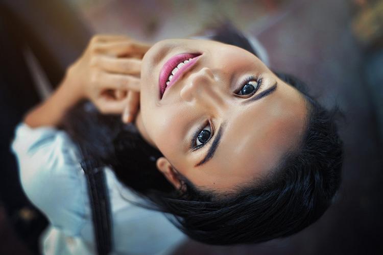 Illuminante viso: come si usa in 7 punti