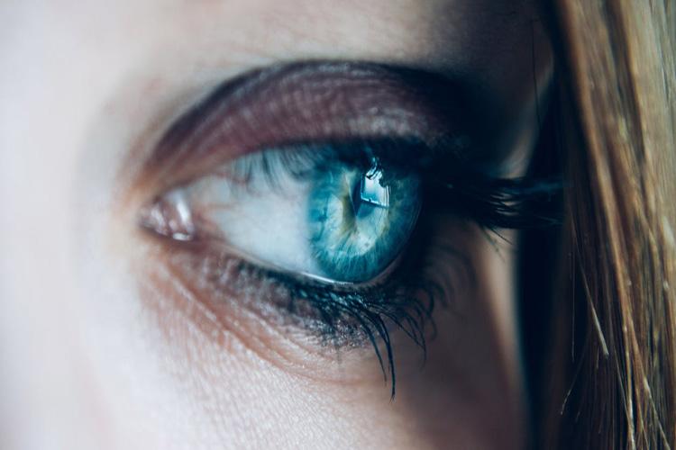 Come si mette la matita occhi: 9 tips per il vostro makeup