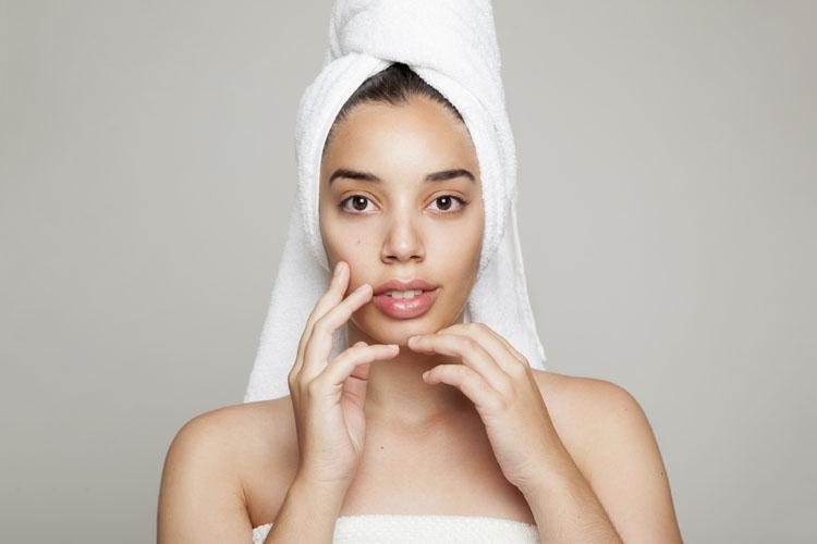 Mai andare a dormire senza averla curata: la beauty routine della sera in 4 gesti
