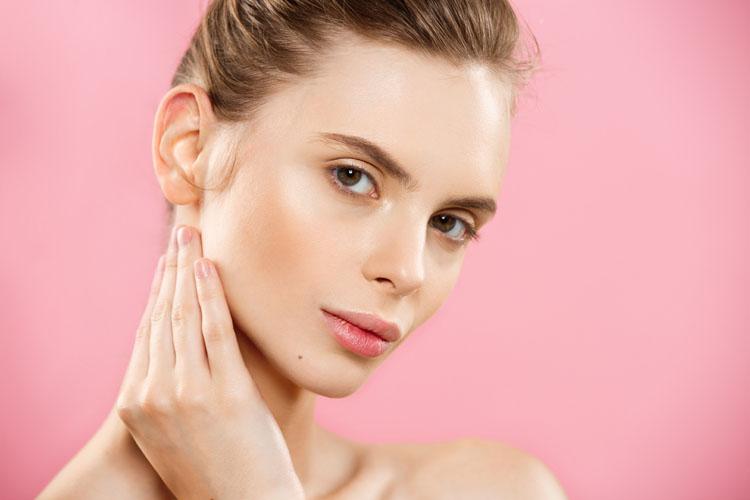 Crema viso anti inquinamento: un must per combattere tossine e invecchiamento