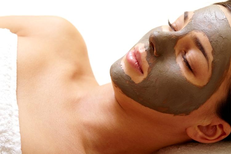 Maschera per il viso: 5 consigli su come applicarla