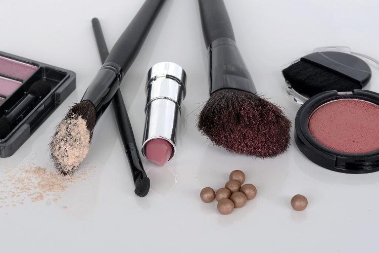Come ricompattare un make-up rotto