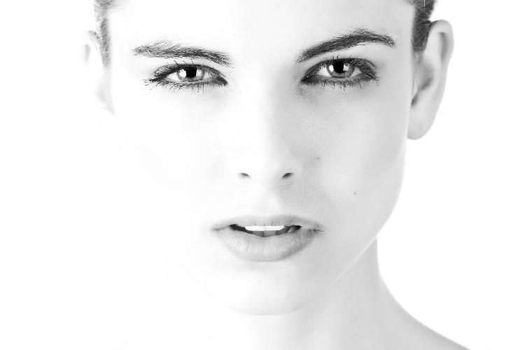 Errori da non fare mettendo il mascara: 7 cose che rovinano le ciglia