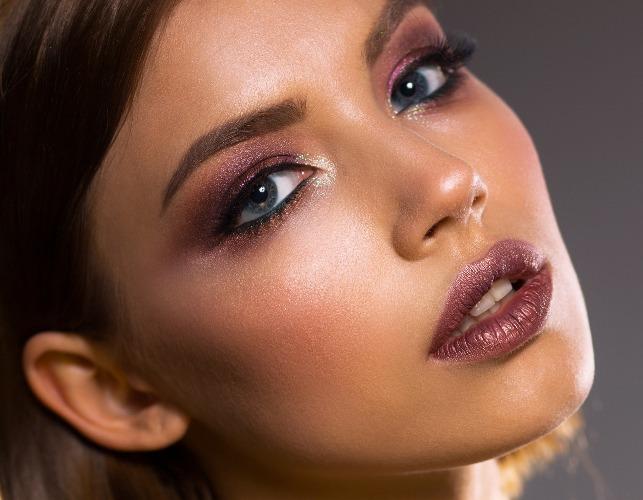 Abbronzatura e make-up: 4 errori da evitare per truccarsi quando si è abbronzati
