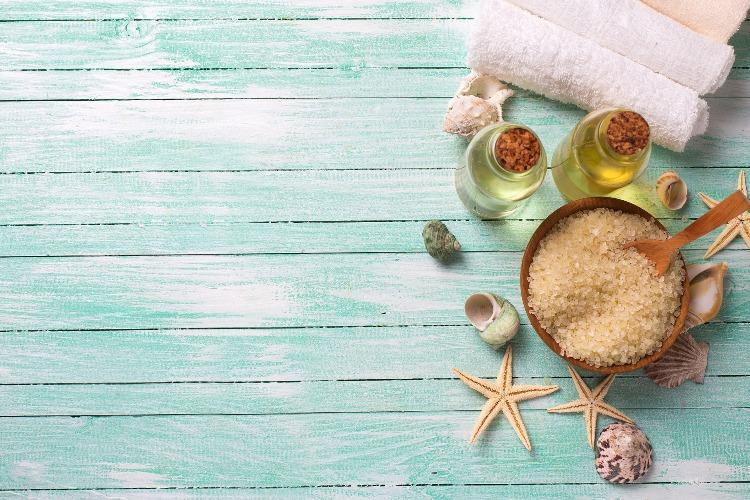 Scrub viso: i benefici di questa skincare e 5 ricette fai da te