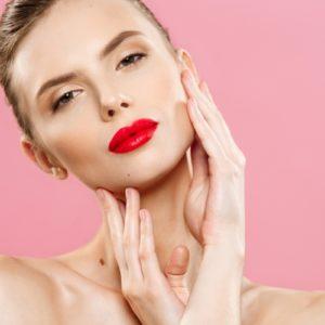 Come modificare la forma delle labbra con il trucco: e tu, come le desideri?