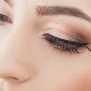 Come è cambiato l'eyeliner nel corso del tempo: i trend dagli anni '20 a oggi