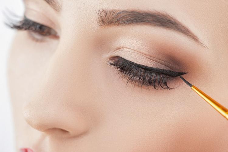 Come è cambiato l'eyeliner nel corso degli anni