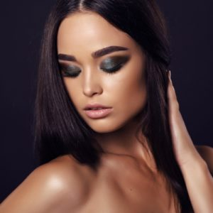 Come rimuovere uno smokey eyes: due metodi semplici ma efficaci