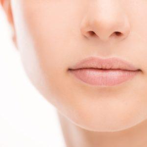 Il fondotinta fluido: le caratteristiche di questo cosmetico e un prodotto top