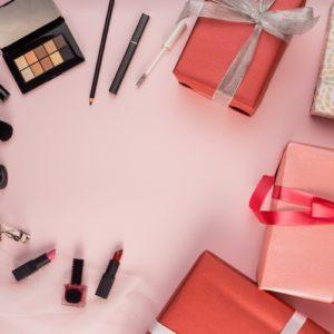Il regalo perfetto per Natale: 5 kit trucco per il viso