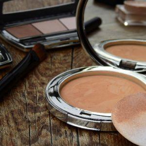 Nascondere le imperfezioni del viso con il trucco: 5 tips & tricks