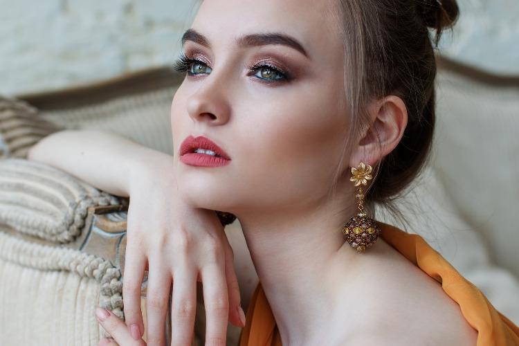 Ombretto: come scegliere le tonalità più adatte al colore degli occhi