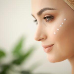 Prodotti riequilibranti per il viso: come prendersi cura della pelle grassa, mista e giovane