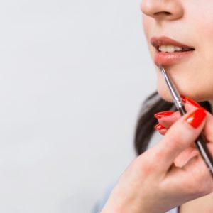 Come applicare un rossetto liquido in 4 step e un segreto per rimediare agli errori