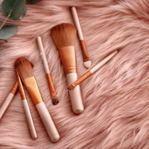 Accessori make-up: 3 utilizzi del pennello piatto per il trucco
