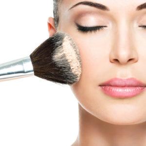 Come fissare il make up con la cipria in polvere